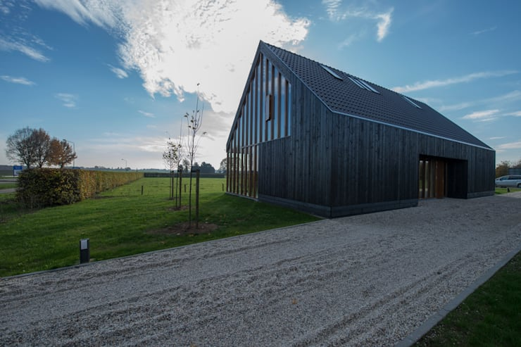 Blackbird: moderne Huizen door Zwarthout Shou Sugi Ban