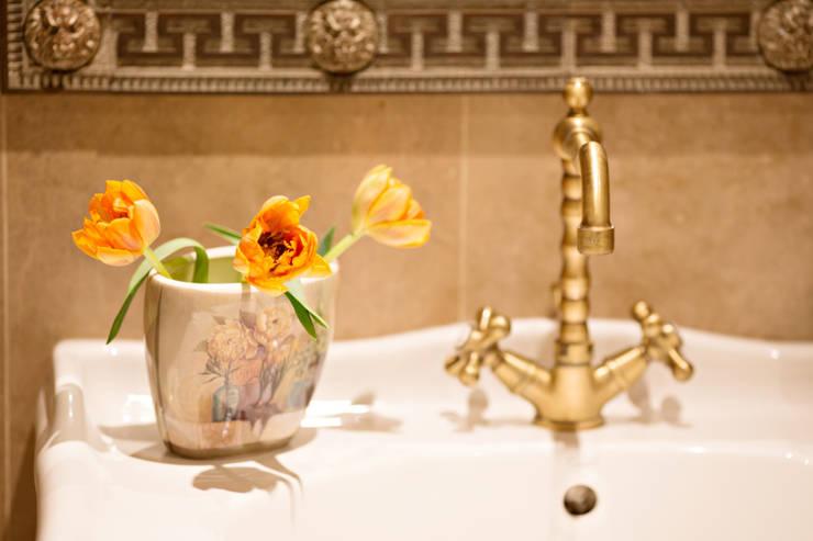Baños de estilo  por Marina Sarkisyan