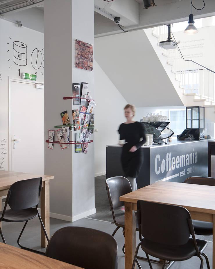 Bar en zitgedeelte:  Bars & clubs door ontwerpplek, interieurarchitectuur, Modern
