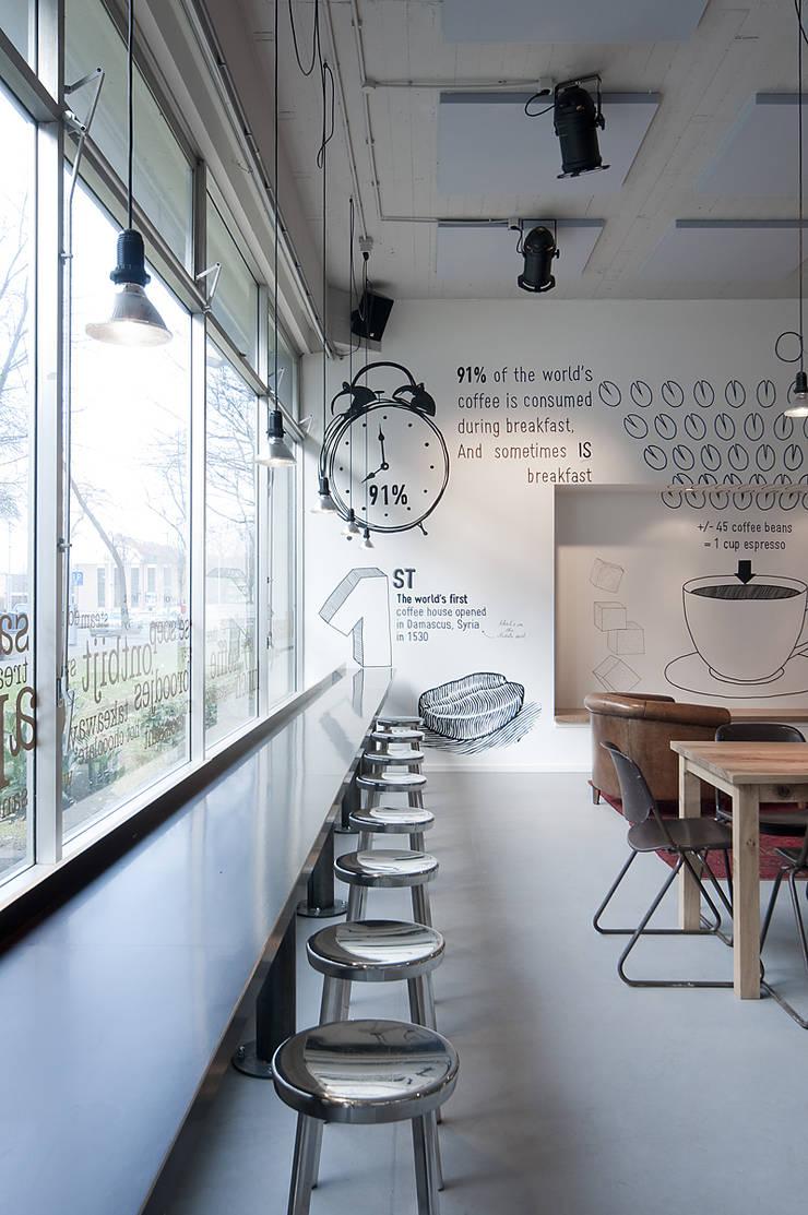 Raamtafel:  Bars & clubs door ontwerpplek, interieurarchitectuur, Modern