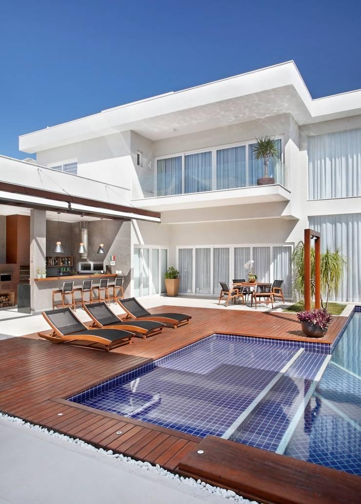 Residência Santa Monica Jardins VL: Casas  por ANGELA MEZA ARQUITETURA & INTERIORES