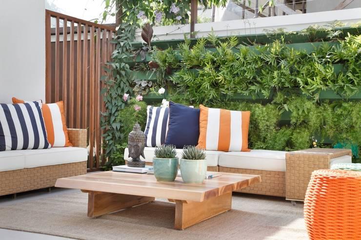 Jardines de invierno de estilo  por ANGELA MEZA ARQUITETURA & INTERIORES