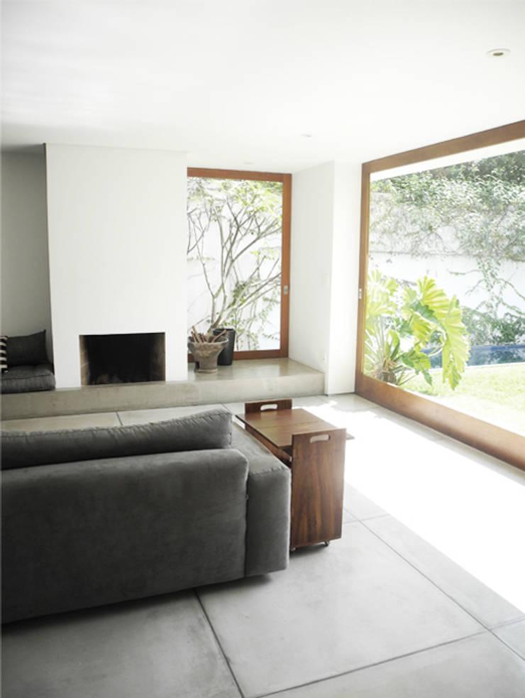 Casa Rath: Jardins  por SAO Arquitetura