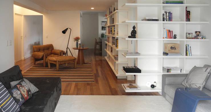 Apartamento Oliver: Salas de estar modernas por SAO Arquitetura