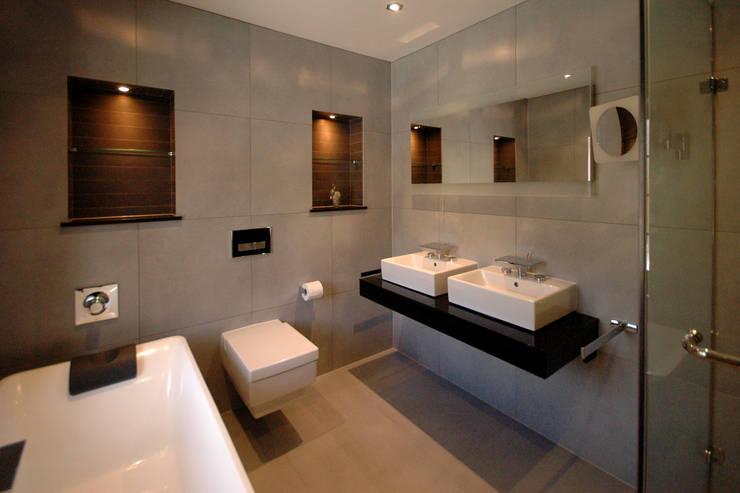 Contemporary Bathroom: modern Bathroom by David Carrier Bathrooms