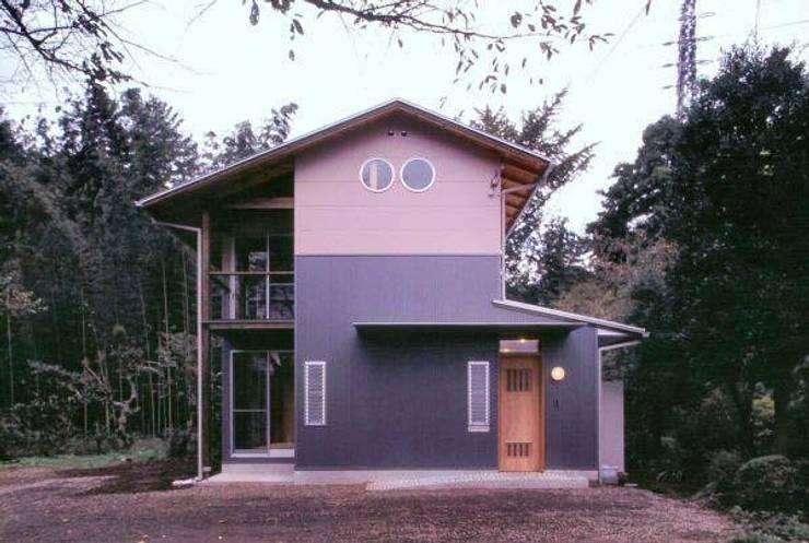 生成りの家No .5/Siさんの家: H2O設計室 ( H2O Architectural design office )が手掛けた家です。