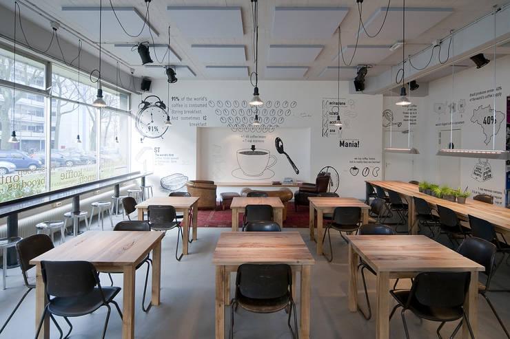Zitgedeelte:  Bars & clubs door ontwerpplek, interieurarchitectuur, Modern