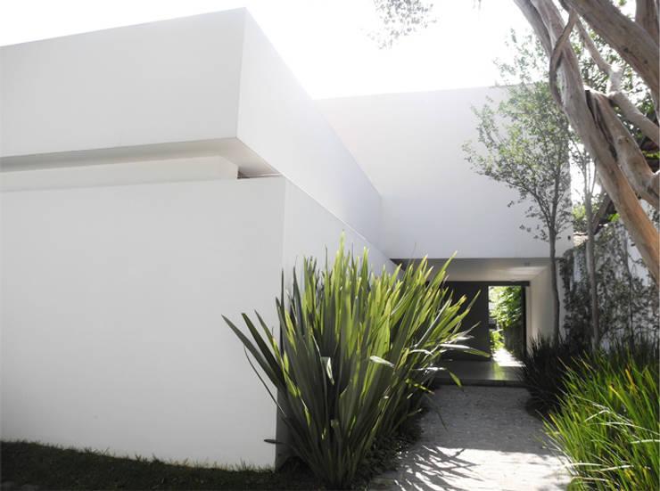 Casa Rath: Casas  por SAO Arquitetura