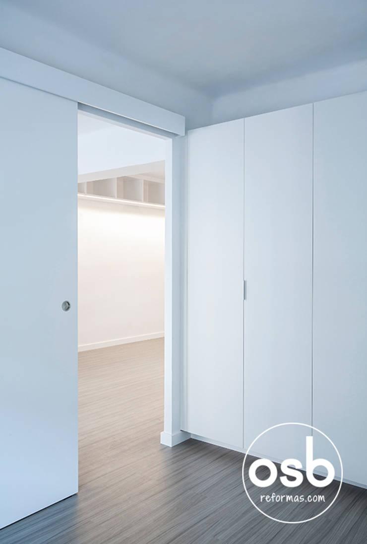 david y maryna: Dormitorios de estilo  de osb reformas