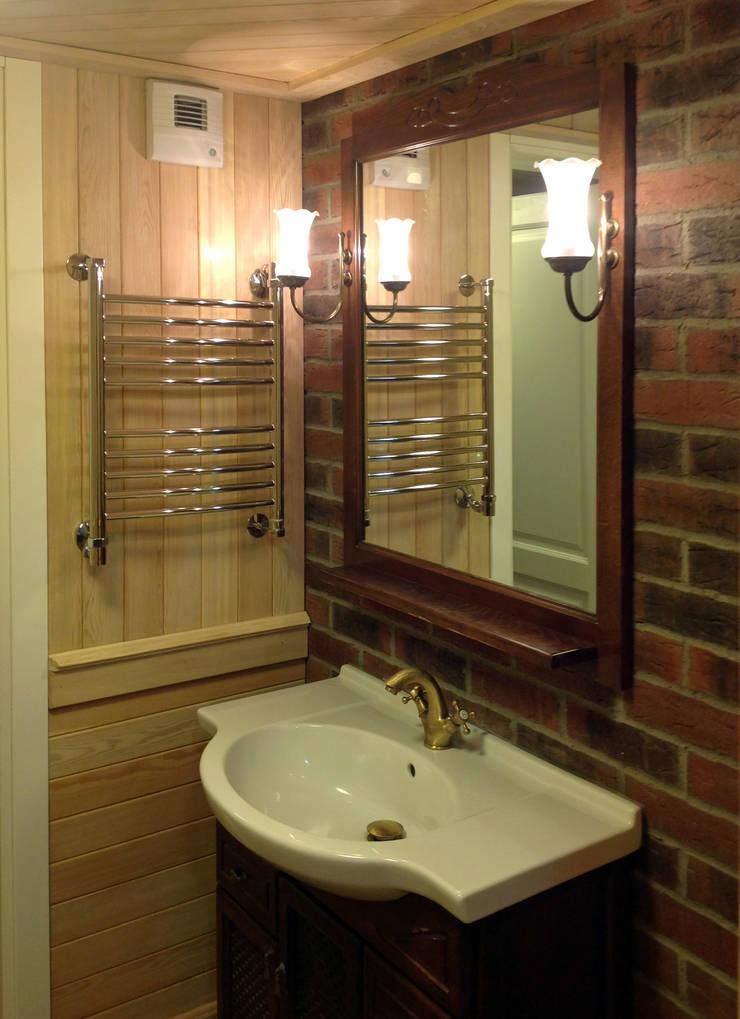 Реконструкция мансарды загородного дома: Ванные комнаты в . Автор – Бюро Акимова и Топорова