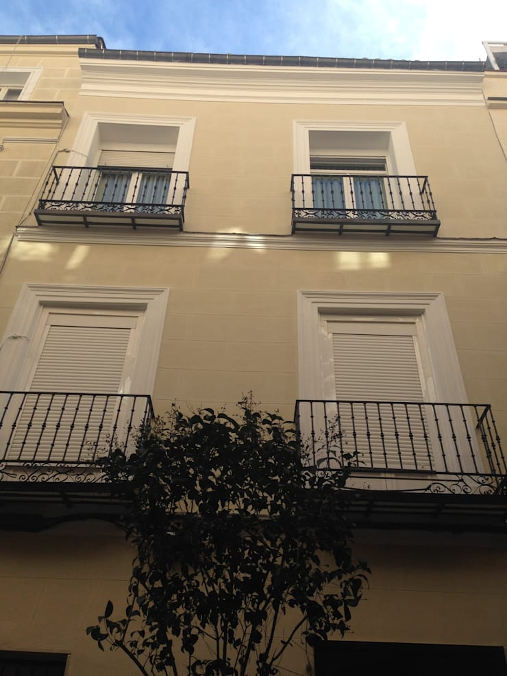 Rehabilitación de fachada PIZARRO 10 estudiocincocincouno 2012: Casas de estilo  de estudio551