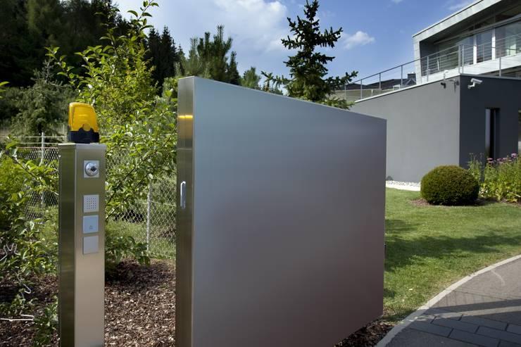 Haus Stahl:  Garten von Gira, Giersiepen GmbH & Co. KG