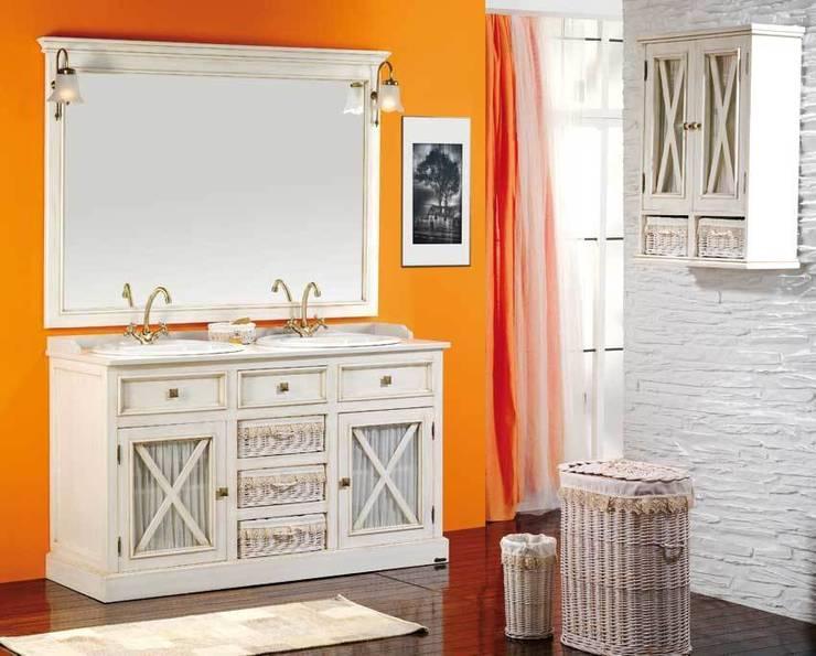 Conjunto de baño de 140 en blanco envejecido: Baños de estilo rústico de ARTEHOGAR