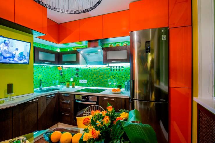 """Яркая кухня в стиле """"РИО"""": Кухня в . Автор – Сделано со вкусом на ТНТ"""