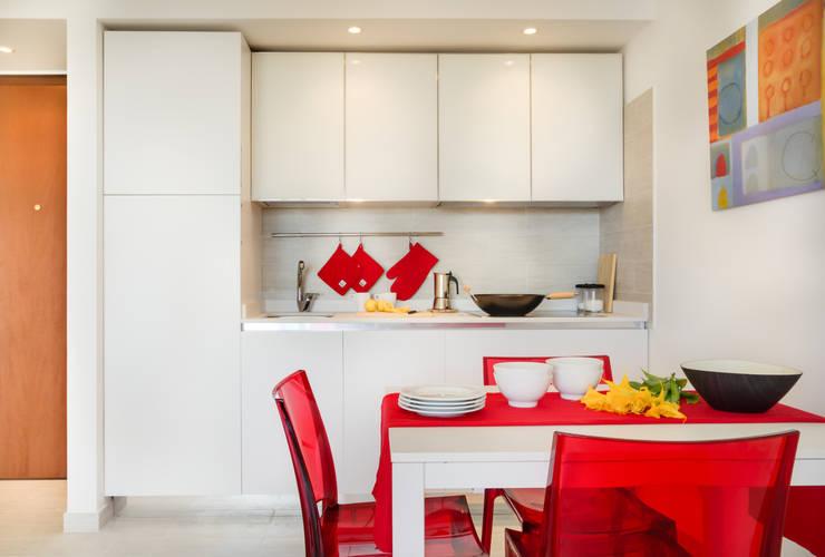 Living: Cucina in stile in stile Minimalista di Filippo Fassio Architetto