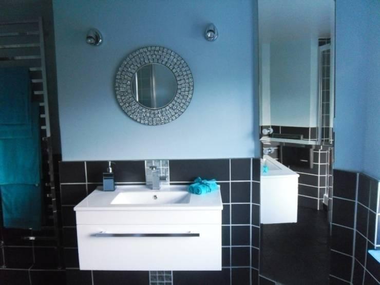 Bathroom:  Bathroom by Kerry Holden Interiors,