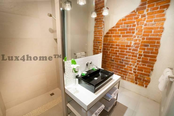 Białe oczaki w łazience - otoczaki na ścianie: styl , w kategorii Łazienka zaprojektowany przez Lux4home™