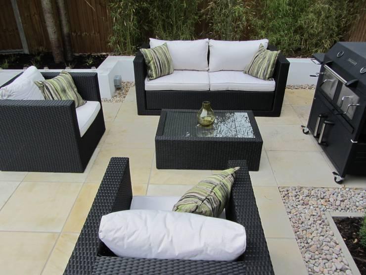 Taman by Christine Wilkie Garden Design