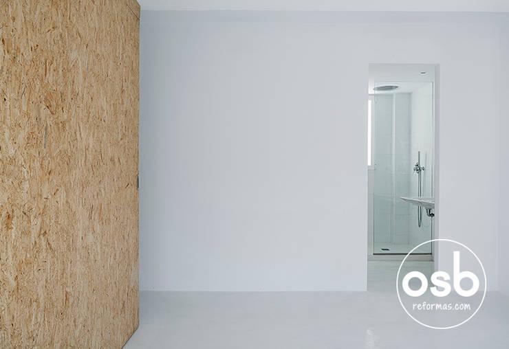 paco: Dormitorios de estilo  de osb reformas