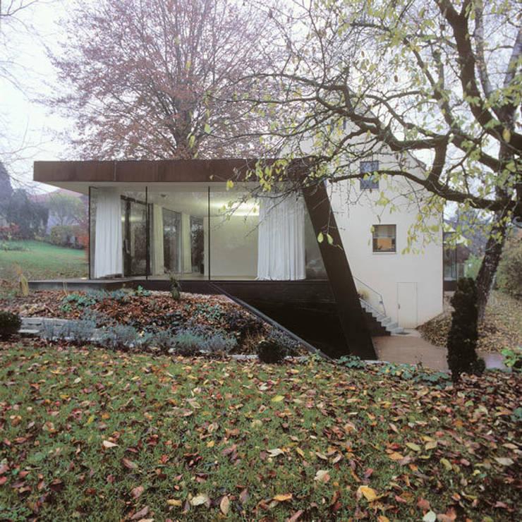 Corten Falthaus: moderne Häuser von xarchitekten