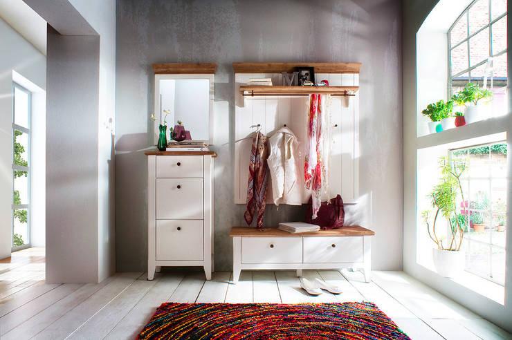 Jasny i słoneczny przedpokoj : styl , w kategorii Garderoba zaprojektowany przez Seart