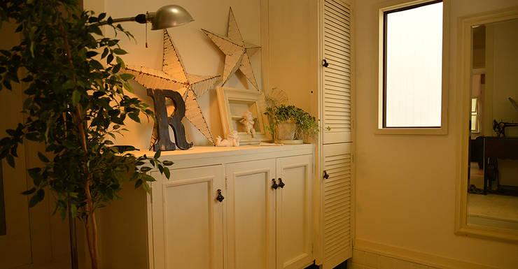 玄関: VINTAGE-RENOVATION by masuoka-designが手掛けた玄関&廊下&階段です。