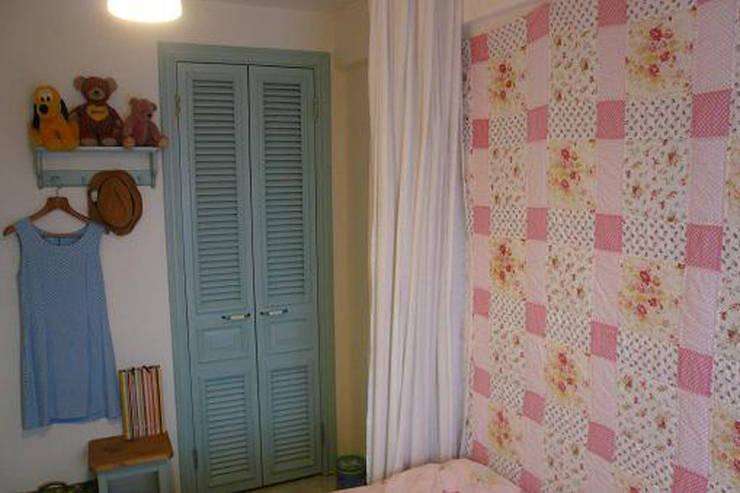 子供部屋: VINTAGE-RENOVATION by masuoka-designが手掛けた子供部屋です。