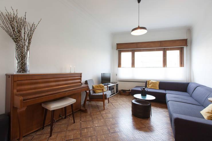 Salas de estilo  por studio k, Moderno