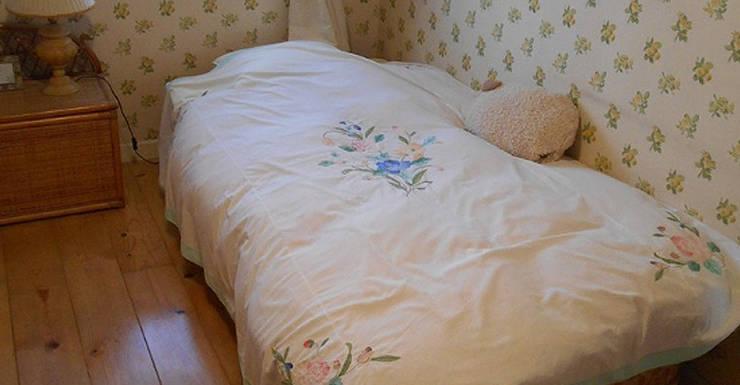 ベッドルーム 1.: VINTAGE-RENOVATION by masuoka-designが手掛けた壁です。