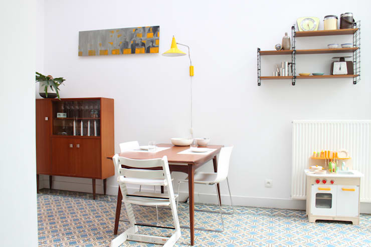 eetruimte:  Eetkamer door studio k, Modern