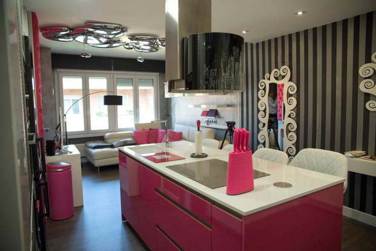 vista de isala con salon: Cocina de estilo  de Suarco