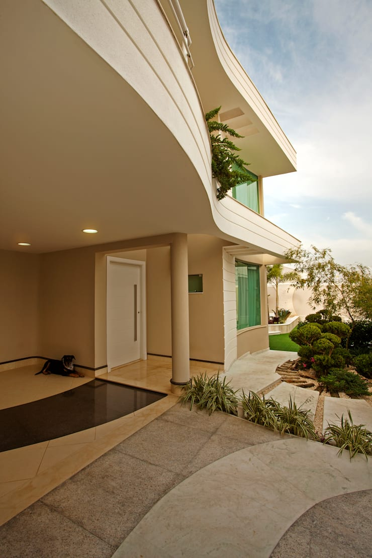 Casa Parque: Casas modernas por Designer de Interiores e Paisagista Iara Kílaris