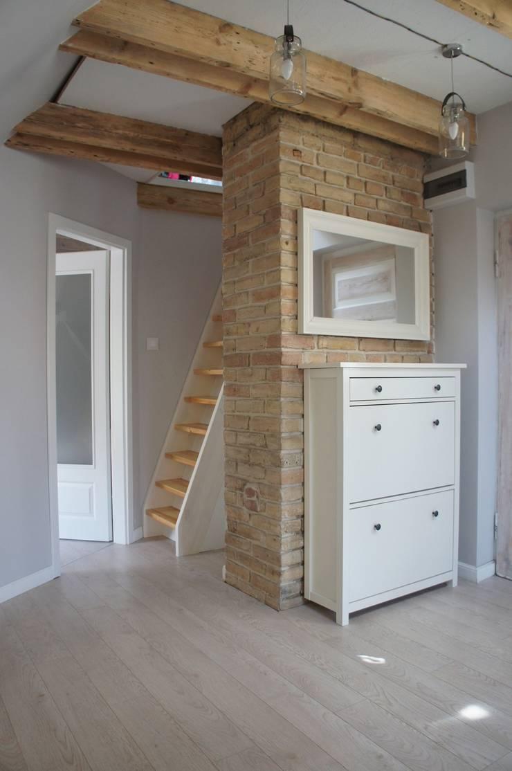Moje mieszkanie: styl , w kategorii Korytarz, przedpokój zaprojektowany przez Anna Wrona,