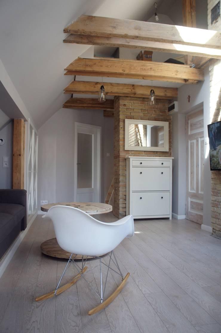 Moje mieszkanie: styl , w kategorii Salon zaprojektowany przez Anna Wrona,
