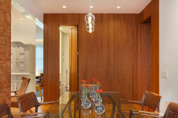 MS apartment: Salas de jantar  por Studio ro+ca