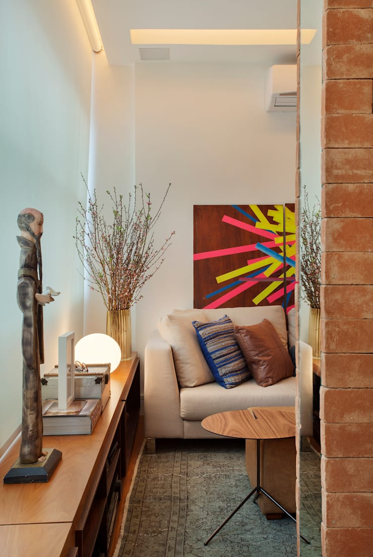 MS apartment: Salas de estar clássicas por Studio ro+ca