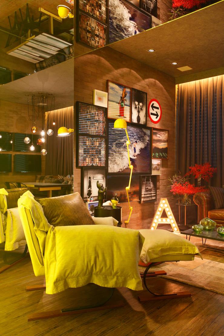 Casa Cor RJ – 2014: Salas de estar  por Studio ro+ca,Industrial