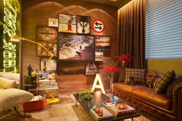 Salas de estilo industrial por Studio ro+ca