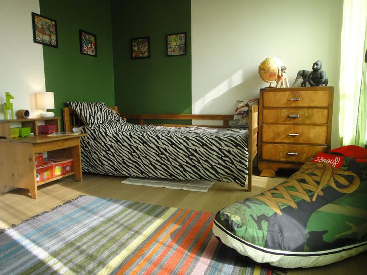 Quartos de criança modernos por CORTOT Architecture Interieure
