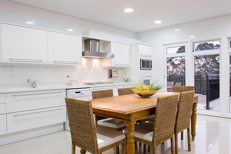 Cozinha com terraço: Cozinhas  por dsgnduo,Moderno
