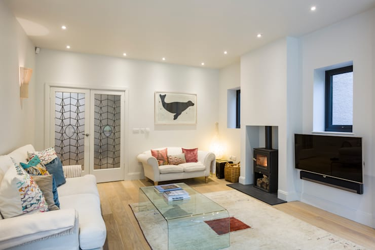 Muswell Hill House 1, London N10:  Living room by Jones Associates  Architects