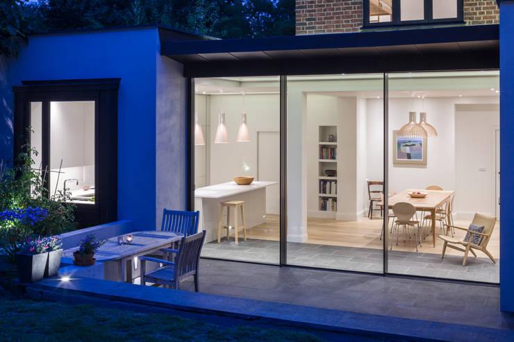 บ้านและที่อยู่อาศัย by Jones Associates  Architects
