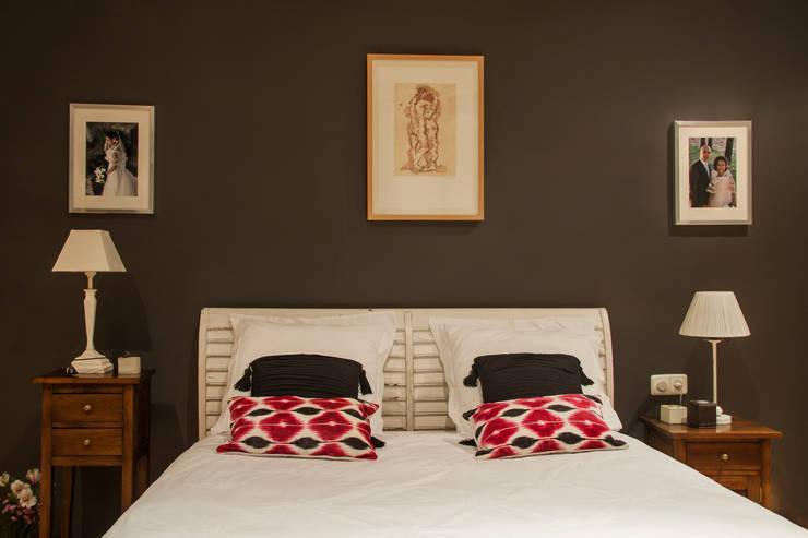 Dormitorio principal: Dormitorios de estilo ecléctico de Buena Pieza Interiorismo