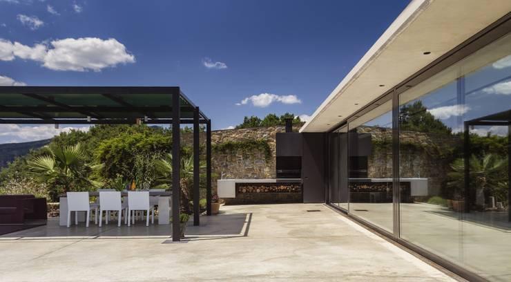 Jardines de estilo  por VelezCarrascoArquitecto VCArq