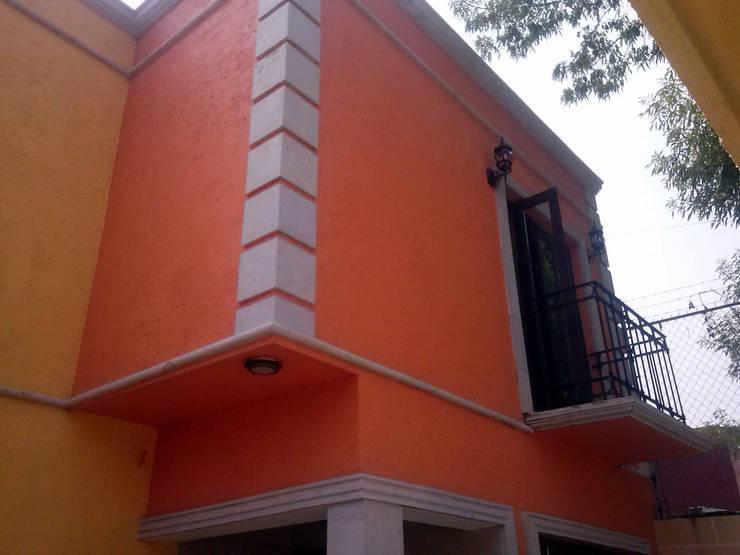 Fachada Principal: Casas de estilo  por Estudio Ideas