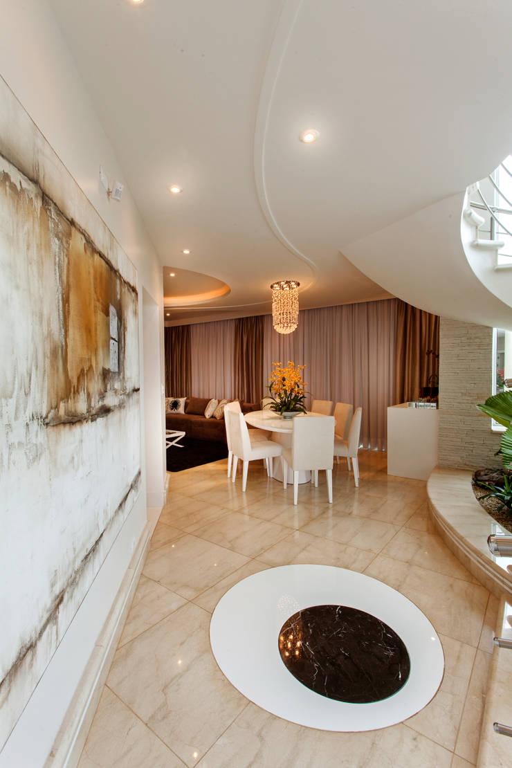 Casa Parque: Salas de jantar modernas por Designer de Interiores e Paisagista Iara Kílaris