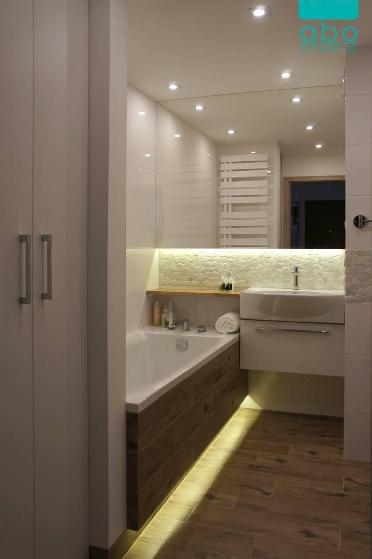 biała łazienka: styl , w kategorii Łazienka zaprojektowany przez abostudio