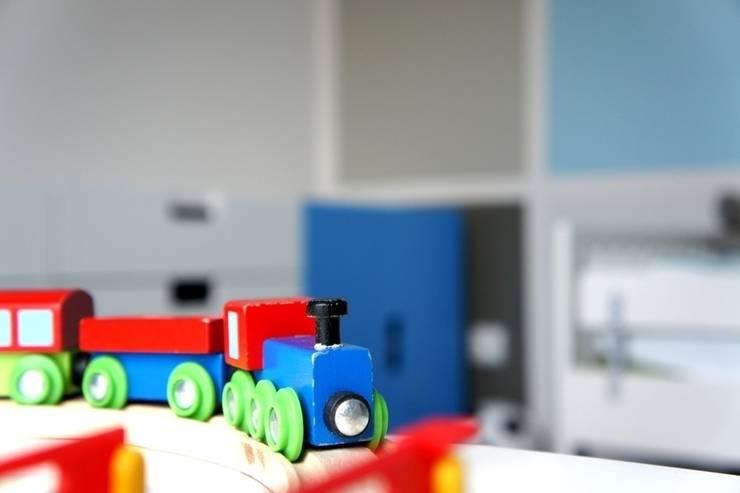 pokoje dziecięce: styl , w kategorii Pokój dziecięcy zaprojektowany przez abostudio