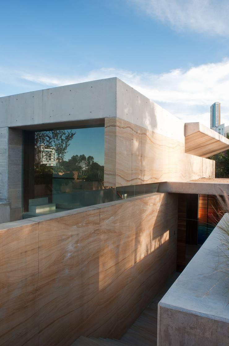Casa AV: Casas de estilo  por Gantous Arquitectos