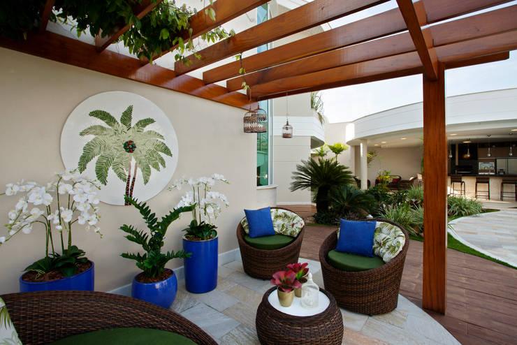 Garden by Designer de Interiores e Paisagista Iara Kílaris